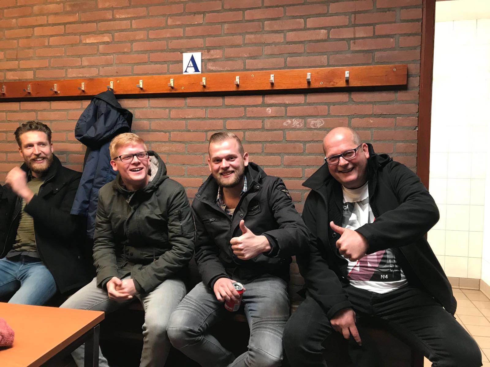 Periodekampioen Halle verliest van Ajax.