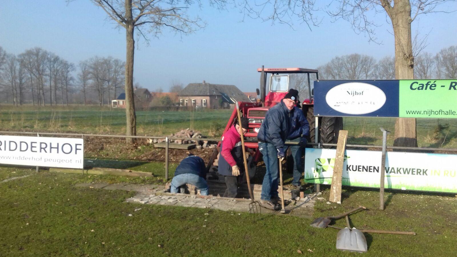 Nieuwe dug-outs SV Halle